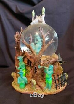 DISNEY Haunted mansion snow globe