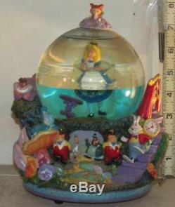 Disney Alice In Wonderland Drink me Snowglobe