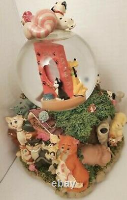 Disney Cats and Dogs Snow Globe Best Friends