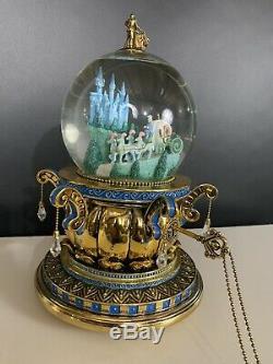 Disney Cinderella Snowglobe CARRIAGE Pumpkin Coach Gold Turn Key