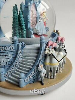 Disney Cinderella Wedding 2 Tier Snow globe. Musical A Dream Is a Wish