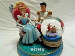 Disney Cinderella and Prince with Gus and Jaq Musical Water Snow Globe