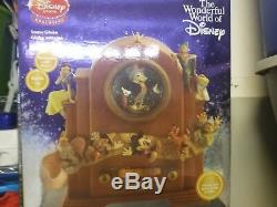 Disney Exclusive musical snow globe Jimminy Cricket when you wish upon a star