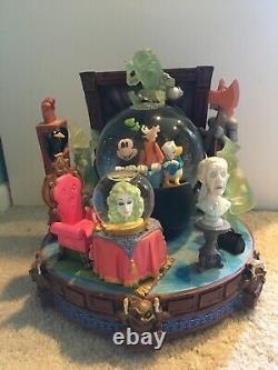 Disney Haunted Mansion Hitch Hiking Ghost Mickey Goofy Donald Snowglobe Globe