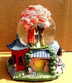 Disney Mulan Plays Reflection Rotating Base Musical Music Box Snow Water Globe