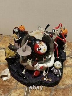 Disney- Nightmare Before Christmas -Jack Skellington -Captures Santa- Snow Globe