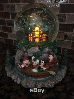 Disney Resort Wilderness Lodge Mickey Donald Goofy snowglobe