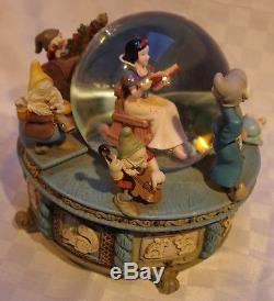 Disney Snow White & The Seven Dwarfs Musical Snow Globe