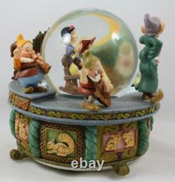 Disney Snow White and the Seven Dwarfs Animated Musical Water Snow Globe