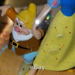 Disney Store Snow White & Seven Dwarfs Musical Snow Globe Snowglobe