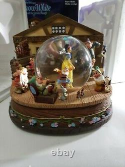 Disney Store Snow White and the Seven Dwarfs Music Box Snow Globe Rare Vintage