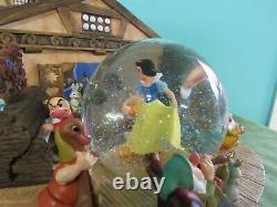 Disney Store Snow White and the Seven Dwarfs Music Box Water Globe Rare Vintage