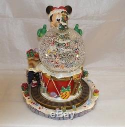 Extremely Rare! Walt Disney Mickey Mouse Christmas Snowglobe Statue