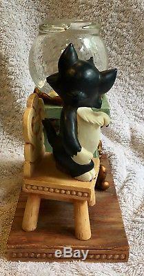Figaro and Cleo from Pinocchio Disney Snow Globe