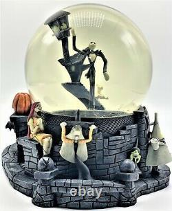 RARE 2001 Nightmare Before Christmas 8 Halloween Town Snow Globe