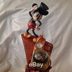 RARE Disney Mickey Mouse 100Yrs CELEBRATING HIS LIFE & LEGACY Snowglobe Figurine