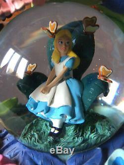 Rare snowglobe boule à neige musicale Disney Alice aux pays des Merveilles