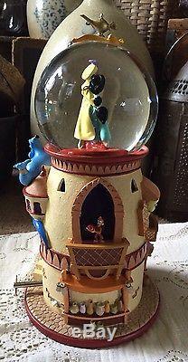 Very Rare Disney Aladdin and Jasmine Pedistal Musical Snowglobe #99070