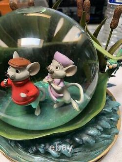 Vintage Clean 4.5 Snow Globe Music Disney Store The Rescuers 30th Anniversary