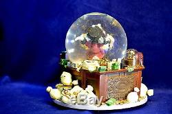 Walt Disney Classic Scrooge McDuck and Money Snowglobe Brand New Old Stock