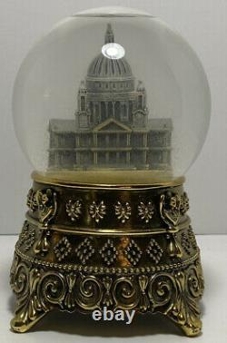 Walt Disney's MARY POPPINS Feed the Birds Cathedral SNOW GLOBE EXTREMELY RARE